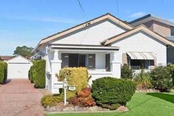 SWEET 2 BEDROOM HOME ENJOYING BAYSIDE LIFESTYLE